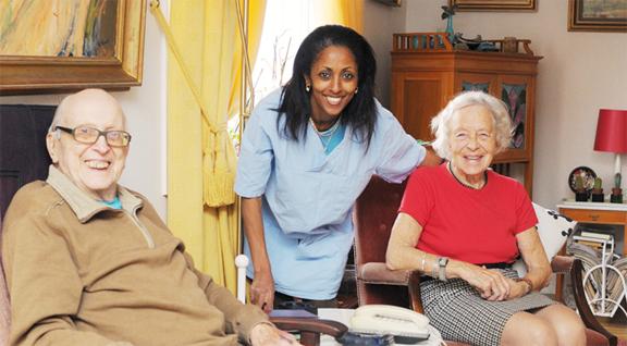Invandrarkvinna med två äldre