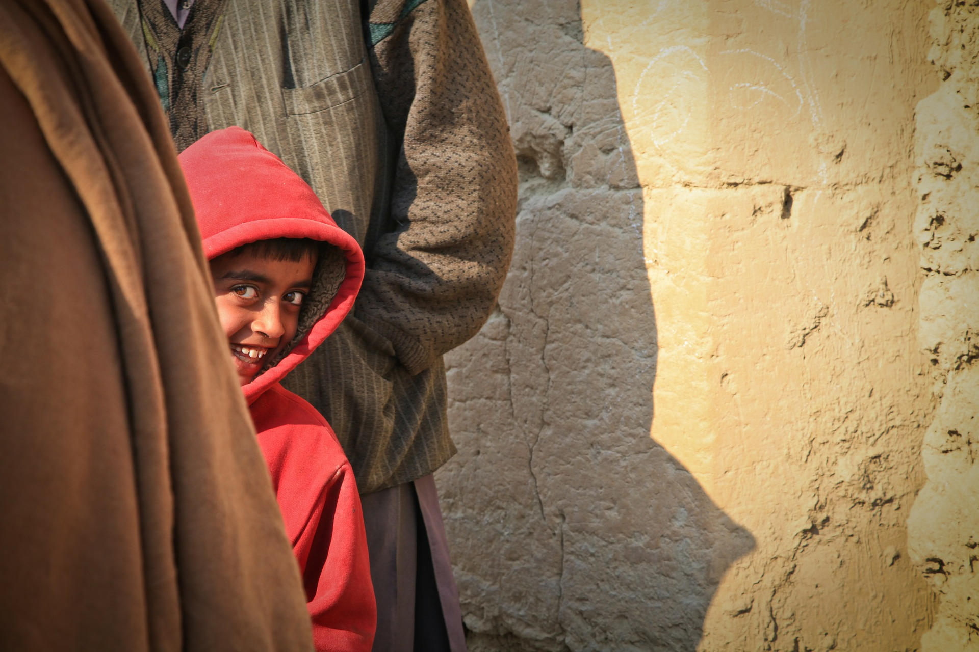 pojke från Afghanistan gömmer sig